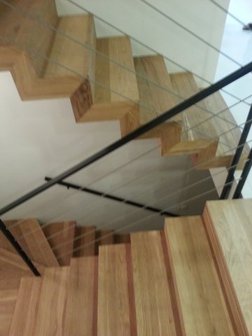 מדרגות מפרקט מכוסות מכל הצדדים