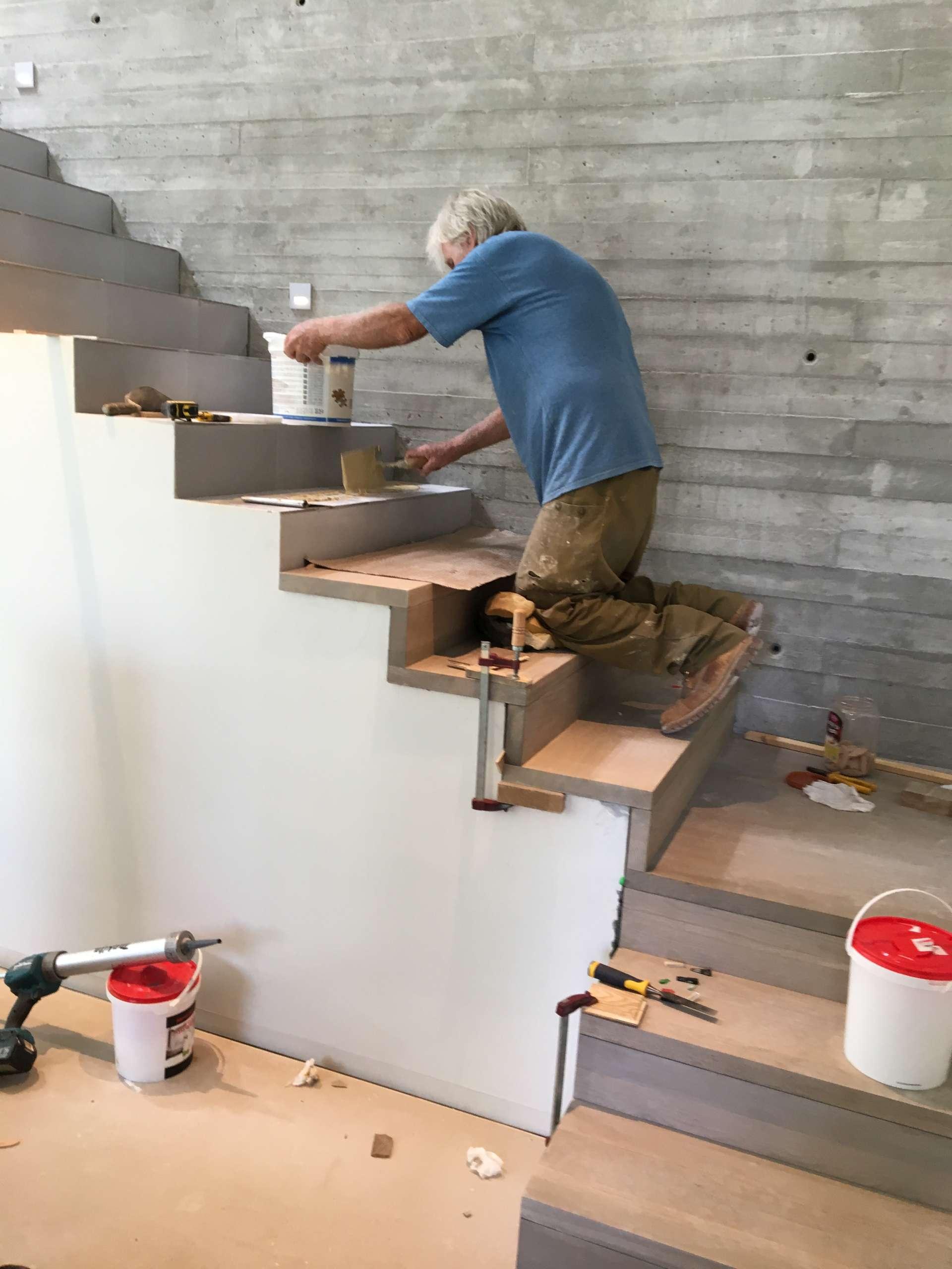תהליך בניית מדרגות מעץ אלון מלא